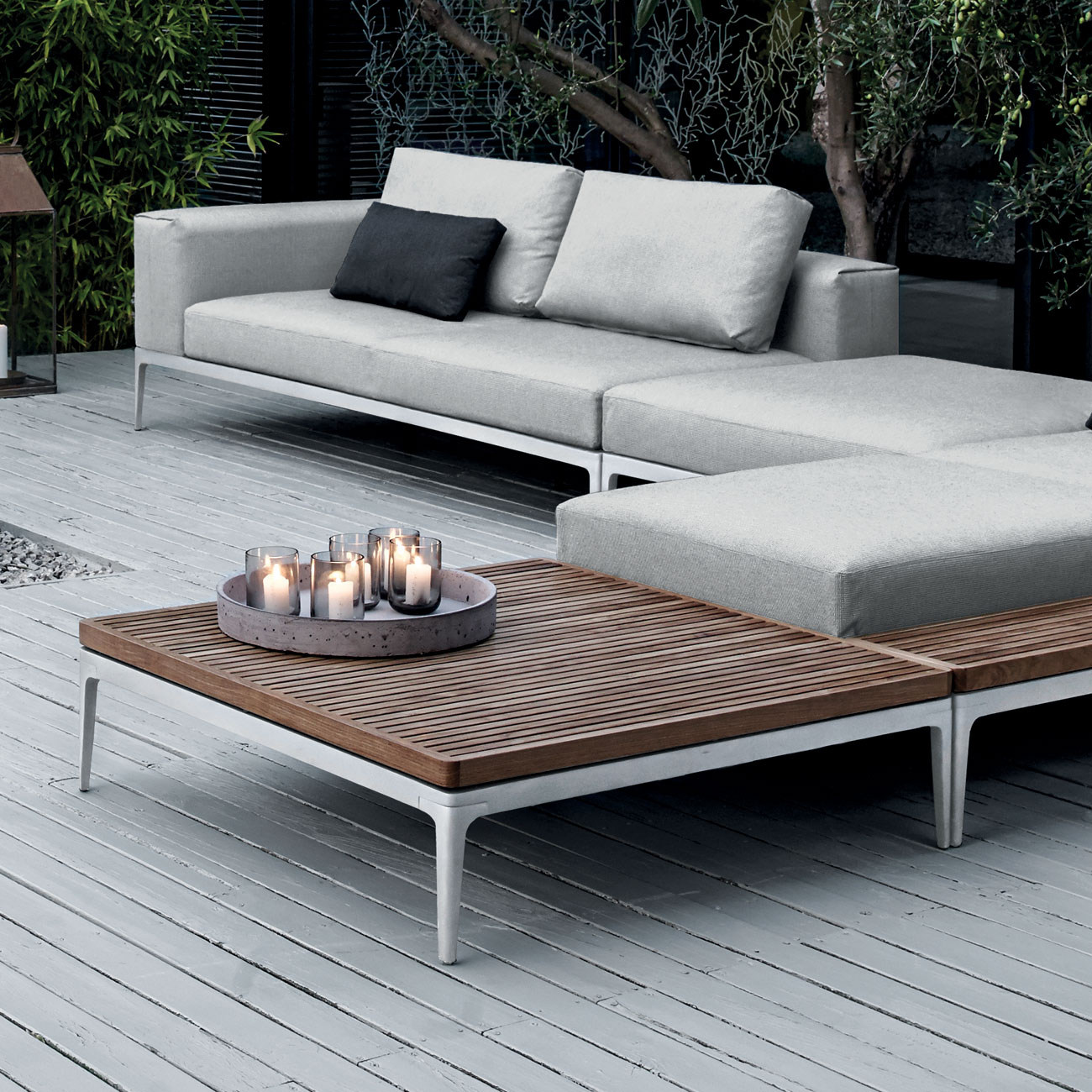 gloster grid lounge square teak coffee table luxury outdoor living. Black Bedroom Furniture Sets. Home Design Ideas