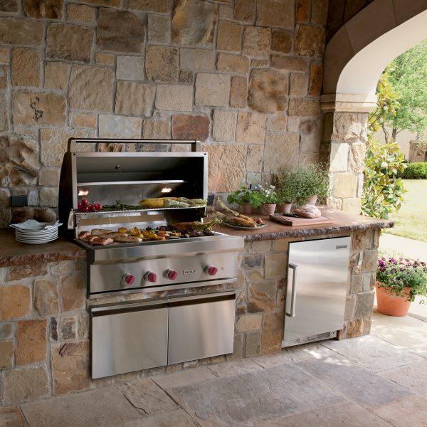 Luxury Outdoor Kitchen: Built In For Outdoor Kitchen